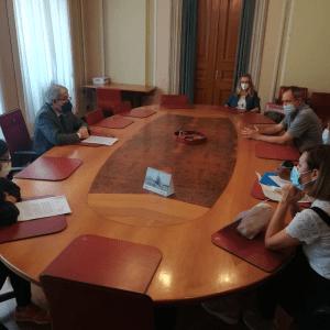 Insetti nei piatti e cibo di scarsa qualità in mensa, i genitori protestano a Udine