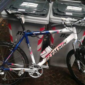 Tenta di rubare una bici in centro a Udine, 39enne acciuffato e arrestato