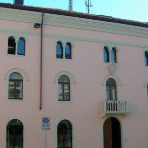 Attività economiche in crisi per il Covid, a Tolmezzo arrivano i contributi