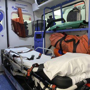 Cade dal camion e sbatte con violenza la testa a Cividale: grave un autotrasportatore