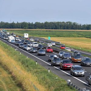 Traffico domenicale sostenuto, lunghe code in A23 fra Gemona e Carnia