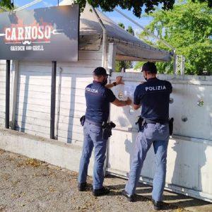 La discoteca è abusiva e il Dj aizza la folla contro gli agenti: locale chiuso in Friuli