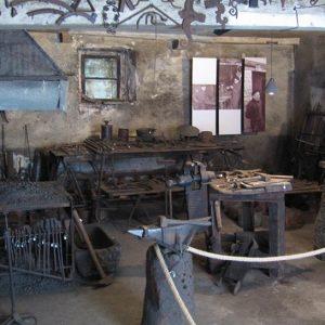 Una storica bottega del fabbro riapre a Cividale, è visitabile la Farie Geretti