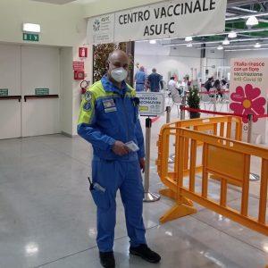 Quei giorni passati nell'hub vaccinale di Gemona, un volontario della protezione civile si racconta