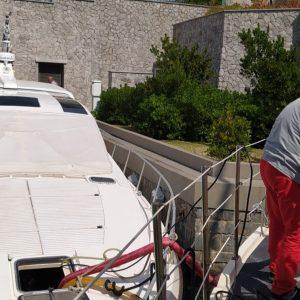 Natante rischia di affondare a Porto Piccolo, arrivano i vigili del fuoco di Trieste
