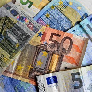 Fino a 1.880 euro nella busta paga di agosto, a chi spetta e come fare ad avere il bonus
