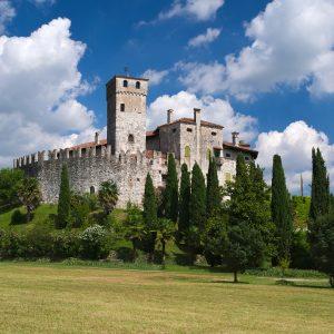 Tra misteri e leggende, la storia dei castelli del Fvg è in un libro