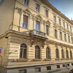 Prova a scappare in Slovenia su un bus per evitare la condanna, bloccato a Gorizia