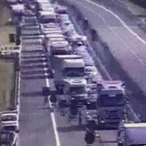 Lunghe code in autostrada prima di Tolmezzo, i lavori causano rallentamenti