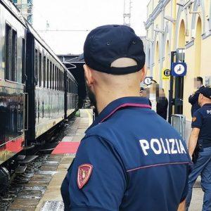 Pericolosi selfie e infrazioni sui binari, i controlli della Polfer nelle stazioni del Fvg