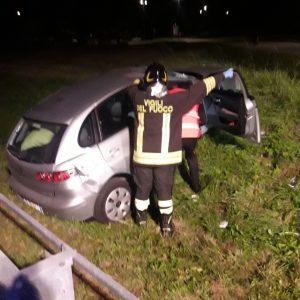 Esce di strada con l'auto vicino alla cabinovia del Lussari, ragazza in ospedale
