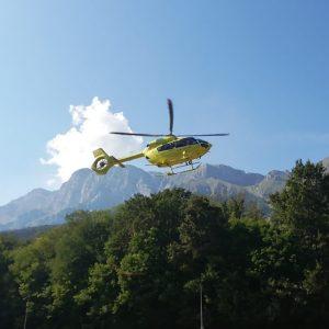 Uno cade e si frattura sotto il Rifugio Calvi, un altro nei boschi di Stolvizza