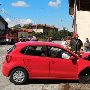 Scontro tra due auto a Collalto, una finisce contro il muro: feriti e disagi