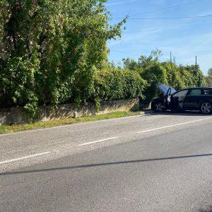 Ha un malore al volante e finisce contro un muretto, ferito il conducente a Udine