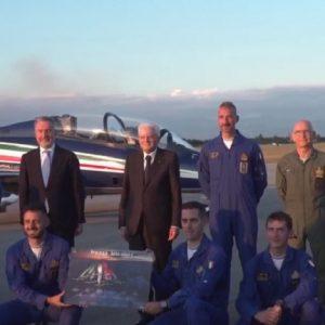 """Il """"grazie"""" del presidente Mattarella ai piloti della Pan sulla pista di Rivolto"""