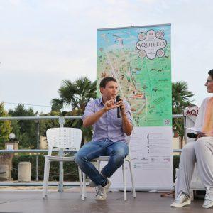 Al festival sullo sviluppo sostenibile di Aquileia palco e platea con materiali riciclo