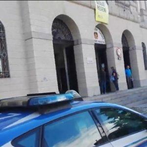 Prof vuole entrare a scuola a Udine, ma è priva di Green Pass: la ferma la polizia
