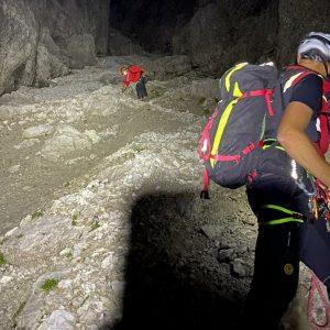 In difficoltà sulla ferrata in Val Pesarina a 2.300 metri, passano la notte tra le montagne