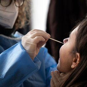 In Fvg la frenata dei casi settimanali di Covid più alta d'Italia. Allarme per giovani e over 50 non vaccinati