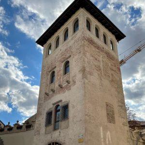 La torre medievale di palazzo Torriani splende di nuovo, il restauro a Udine