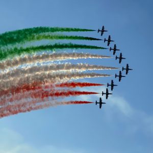 Lo spettacolo delle Frecce Tricolori per il 60esimo, ma le nuvole rovinano il bis
