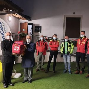 Prima Cassa Fvg dona un defibrillatore alla Casa delle esposizioni di Illegio