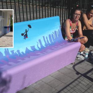 Lucia, Miriam e Alvise dipingono Turriaco per i bambini del paese