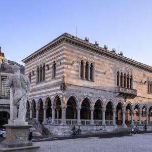 Piazza Libertà, la storia ed il frico: Udine tra le 10 mete consigliate dagli inglesi
