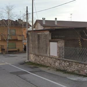 Fiamme dagli uffici del capannone, allarme nella zona di Udine sud