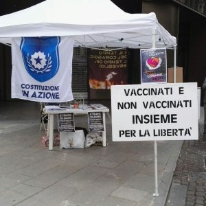 """Un presidio contro la """"dittatura sanitaria"""", apre uno stand a Udine"""