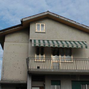 Colpi di kalashnikov contro la villetta a Udine, la famiglia che ci vive e le indagini