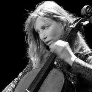 A Fagagna suona la straordinaria violoncellista americana Frances-Marie Uitti